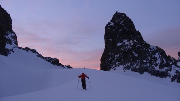 Lever de soleil dominical au col des Avalanches.